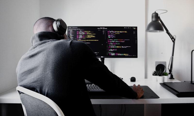 Tai nghe sẽ giúp ích cho lập trình viên trong nhiều trường hợp